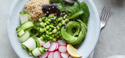 SUMMER BUDDHA BOWL – COURGETTE, EDAMAME, PEAS & MINT WITH LEMON VINAIGRETTE